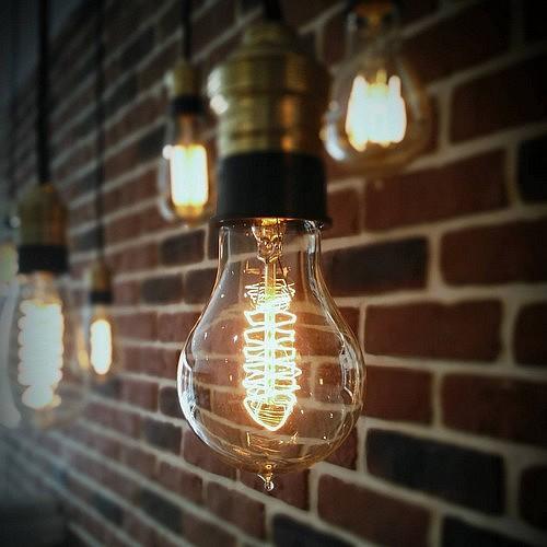 Ampoule dcorative finest ampoule ampoule dcorative for Suspension grosse ampoule