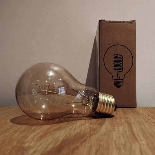 ampoule edison filament e a60 40 watts. Black Bedroom Furniture Sets. Home Design Ideas